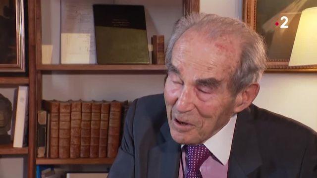 20H Robert Badinter s'exprime dans une interview...