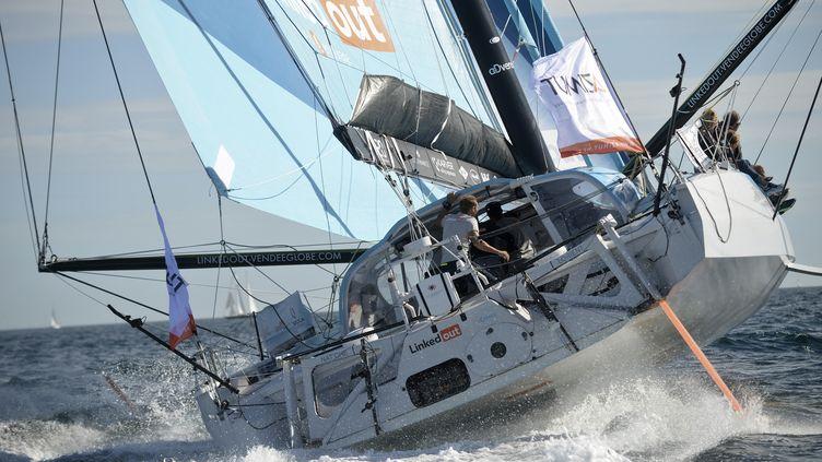 Le skipper français Thomas Ruyant navigue sur son monocoque Imoca 60 LinkedOut. (JEAN-FRANCOIS MONIER / AFP)