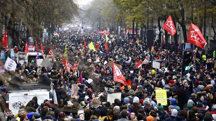 Des manifestants à Paris lors de la grève du 5 décembre 2019. (IBRAHIM EZZAT / NURPHOTO / AFP)