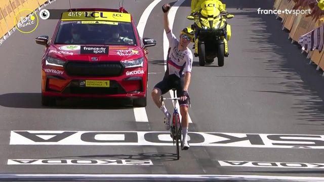 Le Slovène s'impose de nouveau en solitaire après sa victoire au Creusot ! Le double vainqueur sur le Tour de France 2021 a fait faux bond à ses compagnons d'échappée à 25 kilomètres du terme. Christophe Laporte et Casper Pedersen complètent le podium.
