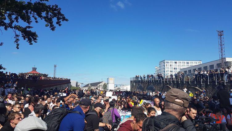 Un an après la disparition de Steve Maia Caniço, ses proches organisent une marche blanche à Nantes (Loire-Atlantique). (FABIEN MAGNENOU / FRANCEINFO)