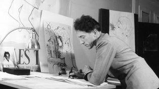 Jean Cocteau, un artiste multiple et un homme complexe. Ici, dans son appartement rue d'Anjou à Paris.  (LIDO/SIPA)