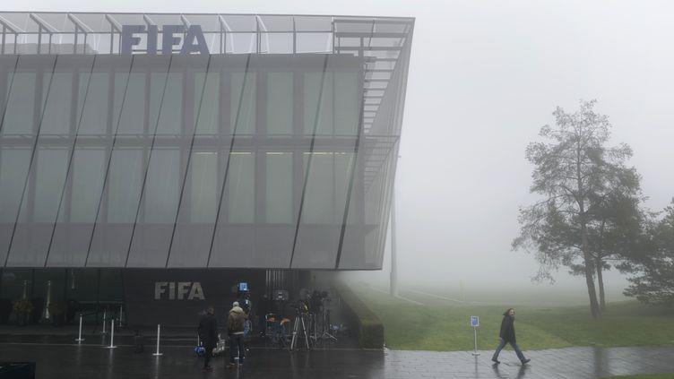 Le siège de la Fifa dans le brouillard (FABRICE COFFRINI / AFP)