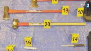 La police a retrouvé machette, hache, menottes ou encore couteaux dans la voiture de Niels Falls; le 18 juillet dernier. ( FRANCE 2 / FRANCE TV INFO )