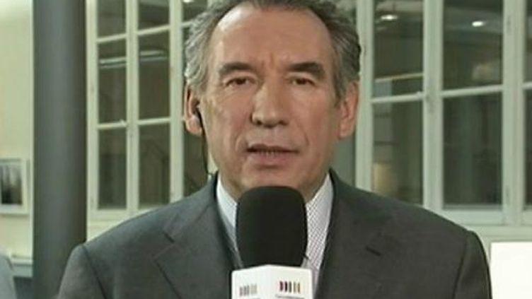 François Bayrou candidat à l'élection présidentiellepour le MoDem, dans le JT de France 2 - mercredi 15 février 2012