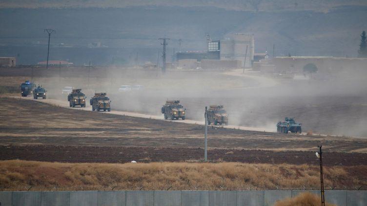 Une patrouille russo-turque de retour du nord-est de la Syrie, à la frontière entre la Syrie et la Turquie, près de Kiziltepe (Turquie), le 1er novembre 2019. (KEMAL ASLAN / REUTERS)