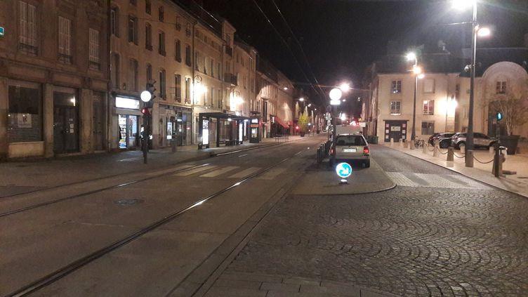 Couvre-feu à Nancy (Meurthe-et-Moselle), rue Saint-Georges. Photo d'illustration. (LÉO LIMON / FRANCE-BLEU SUD LORRAINE)