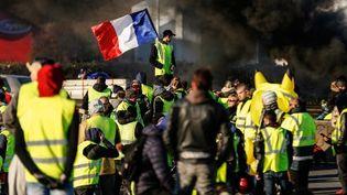 Un blocage sur le périphérique de Caen (Calvados), le 18 novembre 2018. (CHARLY TRIBALLEAU / AFP)