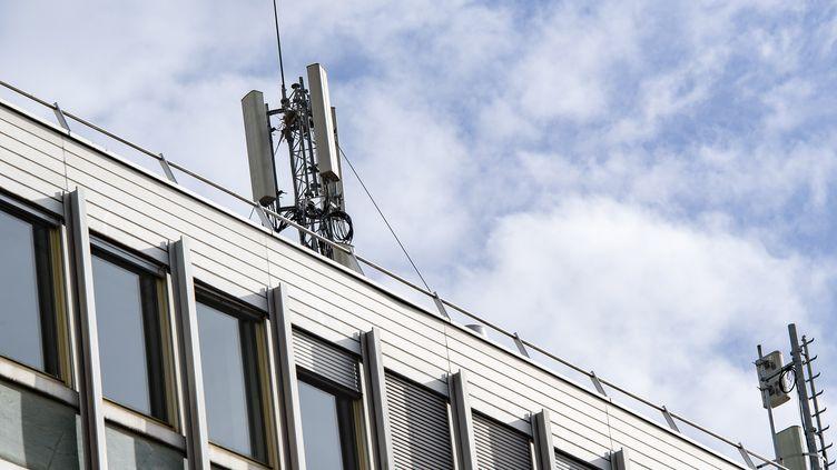Une antenne 5G à Bordeaux. (CB / EPA)