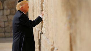 Donald Trump au Mur des Lamentations, à Jérusalem, le 22 mai 2017. (JONATHAN ERNST / REUTERS)