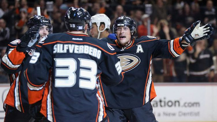 Perreault, Silfverberg et Selanne (Anaheim Ducks) (JEFF GROSS / GETTY IMAGES NORTH AMERICA)