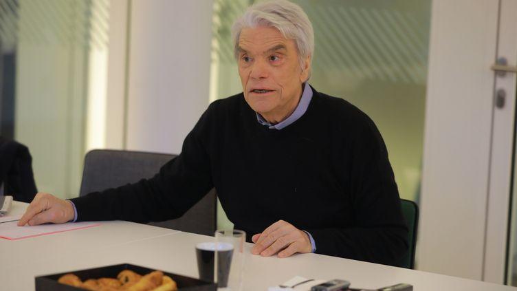 """L'homme d'affaire Bernard Tapie lors d'une interview au siège du """"Parisien"""", à Paris, le 30 janvier 2020. (MAXPPP)"""