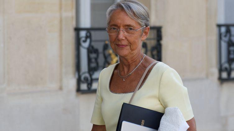 La ministre du Travail, Elisabeth Borne, arrive au Conseil des ministres à l'Elysée, à Paris, le 19 juillet 2021. (DANIEL PIER / NURPHOTO / AFP)