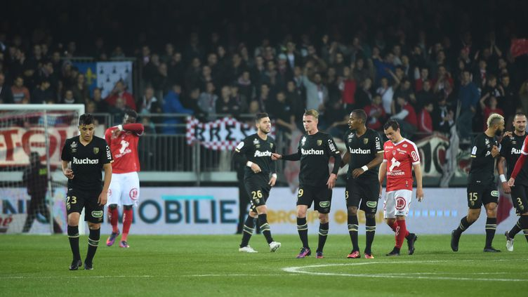 En infligeant à Brest sa première défaite à domicile, les Lensois se rapprochent à un point du podium (NICOLAS CR?ACH / MAXPPP)
