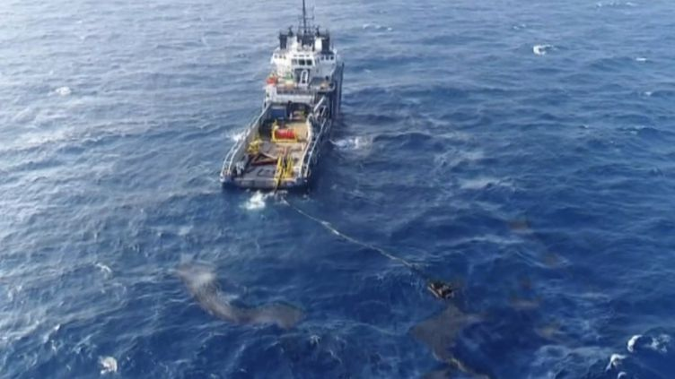 Pollution en Corse : la nappe d'hydrocarbures dérive vers le Sud. (FRANCE 2)