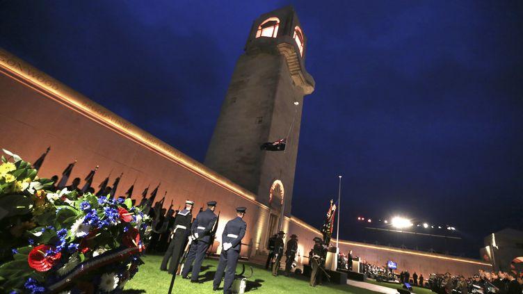 Les premières cérémonies de l'Anzac Day, à l'aube du 25 avril 2018, à Villers-Bretonneux. (FRANCOIS NASCIMBENI / AFP)