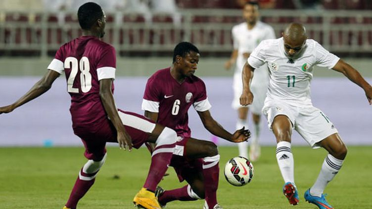 Le Qatar avec Abakar et Mohamed musèlent Brahimi (KARIM JAAFAR / AL-WATAN DOHA)