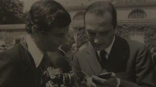 Jacques Chirac aux côtés de son photographe historique, Christian Boyer. (france 3)
