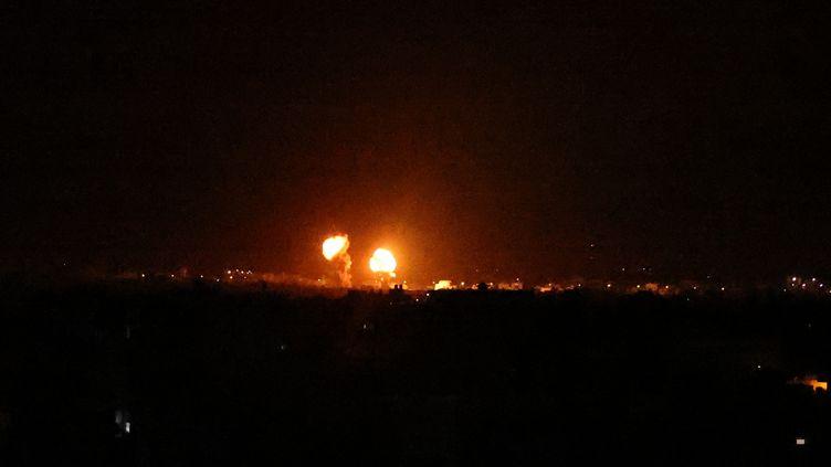 Des frappes israéliennes sur la bande de Gaza, le 16 juin 2021. (SAID KHATIB / AFP)