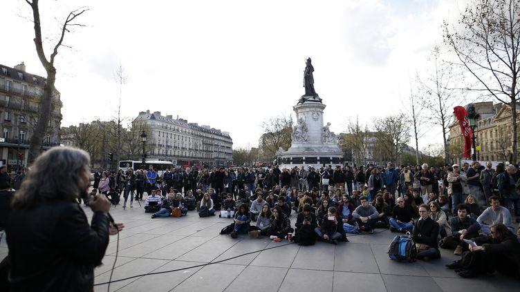 Des orateurs mais une assistance clairsemée lors du premier anniversaire du mouvement Nuit debout, place de la République à Paris, le 31 mars 2017. (BENJAMIN CREMEL / AFP)