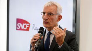 Le patron de la SNCF, Guillaume Pepy, lors d'une conférence de presse à Saint-Denis (Seine-Saint-Denis), le 27 février 2017. (ERIC PIERMONT / AFP)