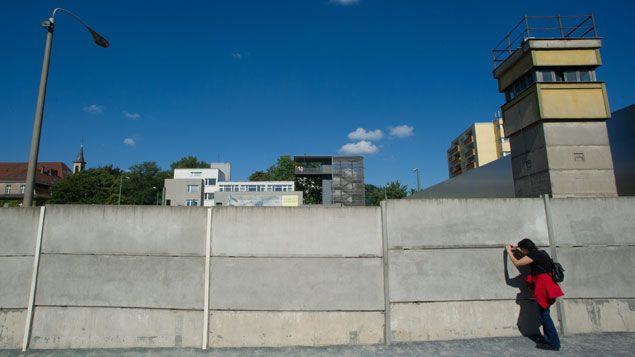 (Les restes du Mur de Berlin à Bernauer Strasse en 2012 © Maxppp)