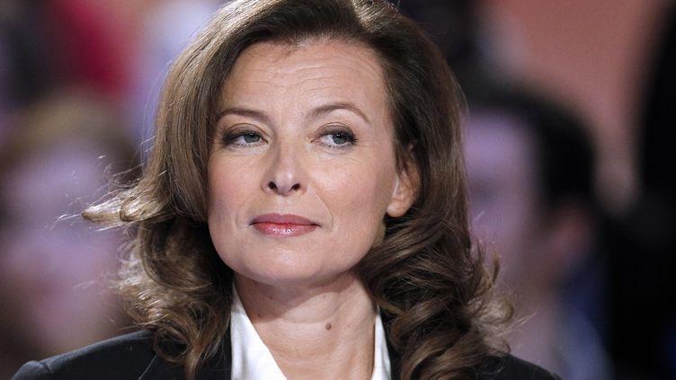 """Valérie Trierweiler, sur le plateau du """"Grand journal"""" de Canal+, le 25 janvier 2012. (PATRICK KOVARIK / AFP)"""