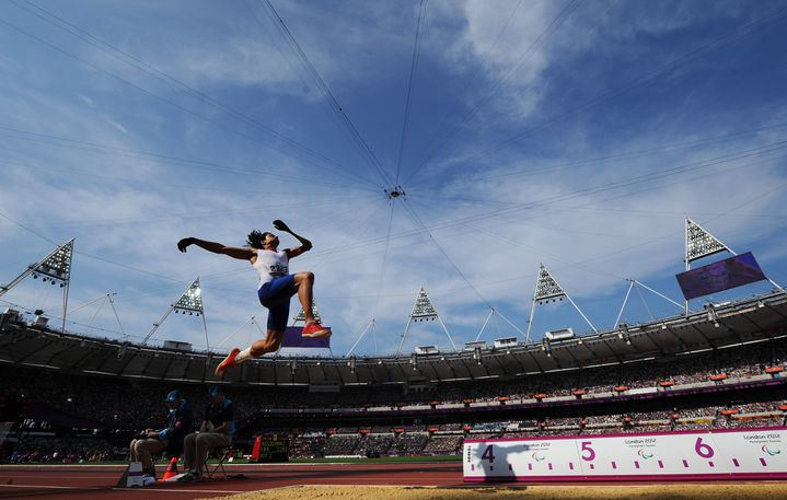 Le sauteur en longueur français Arnaud Assoumani, seulement second du concours paralympique alors qu'il était favori, le 3 septembre 2012. (GLYN KIRK / AFP)
