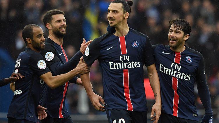 Zlatan Ibrahimovic et la joie des joueurs du PSG (FRANCK FIFE / AFP)