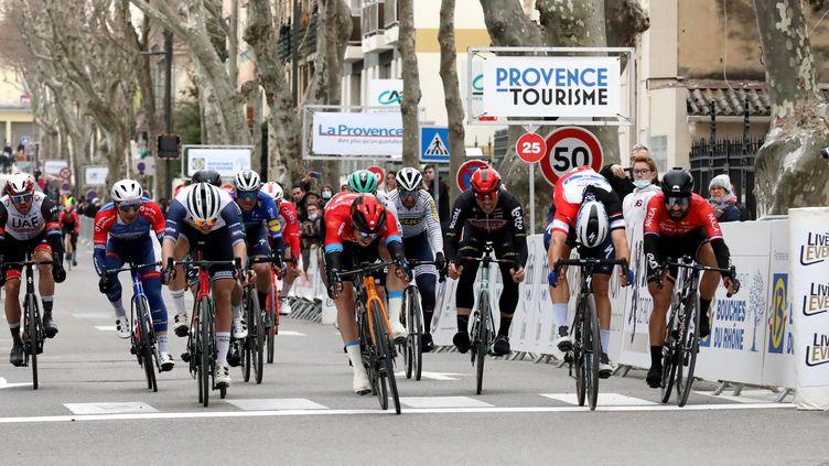 Phil Bauhaus d'une tête sur le sprint de la dernière étape du Tour de la Provence. (HIELY CYRIL / MAXPPP)