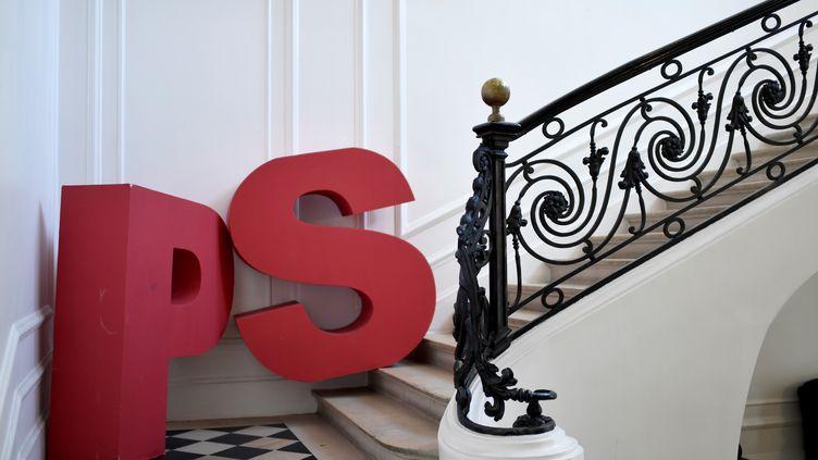 L'escalier de l'ancien siège du Parti socialiste, situé rue de Solférino à Paris, le 16 mars 2018. (STEPHANE DE SAKUTIN / AFP)