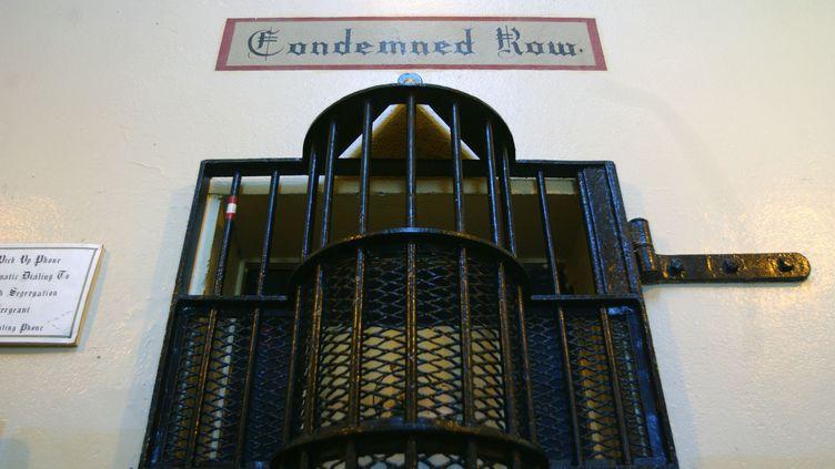 """L'une des entrées du """"couloir de la mort"""" de la prison de Saint Quentin, près de San Francisco (Californie), le 25 octobre 2004. (CLAY MCLACHLAN / REUTERS)"""