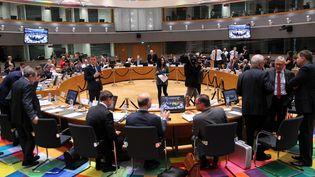 Les ministres des Finances des 28 pays de l'Union européenne, le 5 décembre 2017 à Bruxelles (Belgique). (DURSUN AYDEMIR / ANADOLU AGENCY / AFP)