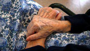 Les femmes âgées, souvent isolées, cumulent les fragilités qui les exposent aux violences conjugales. (MAXPPP)