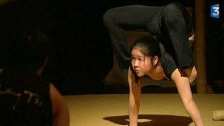 """Le Nouveau Cirque du Vietnam """"Làng Tôi"""" se dévoile  au Channel  (Culturebox)"""