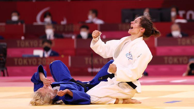 Sandrine Martinet lors de sa victoire en demi-finale du tournoi de para-judo -48 kg des Jeux de Tokyo. (G. Picout - France Paralympique)