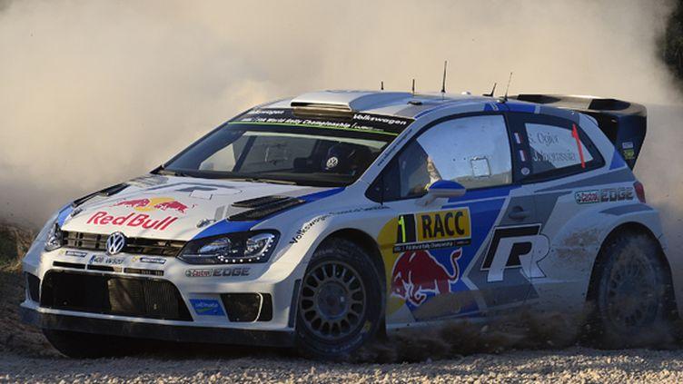 Sébastien Ogier et Julien Ingrassia (Volkswagen Polo-R) à l'attaque (JOSEP LAGO / AFP)