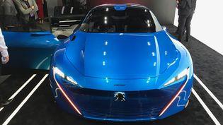 """Le concept car """"Instinct"""" de Peugeot est conçu autour dela plateforme Artik de Samsung pour communiquer avec les objets connectés (RADIO FRANCE / JEROME COLOMBAIN)"""