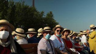 Chaqueannée, leSecours populaire organise un banquet, offert à des retraités isolés.Au programme cette année, une balade fluviale à Paris et sur les bords de la Marne. (CAPTURE D'ÉCRAN FRANCE 2)