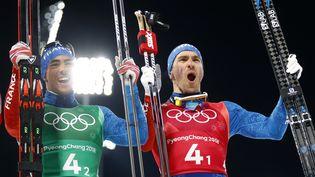 Les Français Maurice Manificat et Richard Jouve, après avoir décroché la médaille de bronzelors de la finale messieurs de sprint au ski de fond,le 21 février 2018 auxJeux olympiques de Pyeongchang(Corée du Sud). (DOMINIC EBENBICHLER / REUTERS)