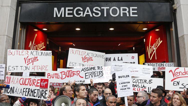 Manifestation des employés du Virgin Megastore des Champs-Elysées (Paris), le 9 janvier 2013. (CHARLES PLATIAU / REUTERS)