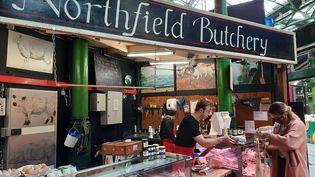 """Le stand de Dominic McCourt au Borough Market de Londres, où il vend des produits 100% """"made in England"""" (RICHARD PLACE / RADIO FRANCE)"""