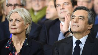 Penelope et François Fillon assistent à un grand meeting, le 29 janvier 2017, à Paris.  (FRANCOIS PAULETTO / CITIZENSIDE / AFP)