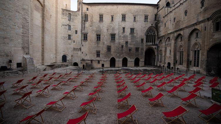 L'annulation du festival d'Avignon a privé la Cité des Papes de plus de 150 000 visiteurs sur le seul mois de juillet. (CLEMENT MAHOUDEAU / AFP)