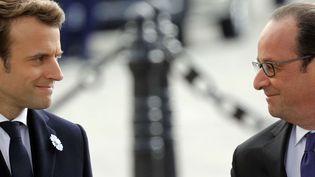 Emmanuel Macron et François Hollande à Paris, le 8 mai 2017. (PHILIPPE WOJAZER / AP / SIPA)