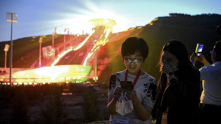 Pas de huis clos mais pas de spectateurs étrangers non plus auxJO 2022 à Pékin, annoncé le CIO mercredi 29 septembre. (NOEL CELIS / AFP)
