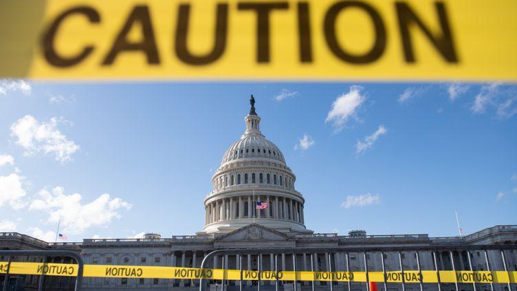 """Le Capitole à Washington, le 21 décembre 2018, la veille du 3e """"shutdown"""" sous le mandat de Donald Trump. (SAUL LOEB / AFP)"""