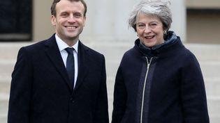 Emmanuel Macron et la Première ministre britannique Theresa May, le 18 janvier 2018, àl'Académie militaire royale de Sandhurst (Grande-Bretagne). (LUDOVIC MARIN / AFP)