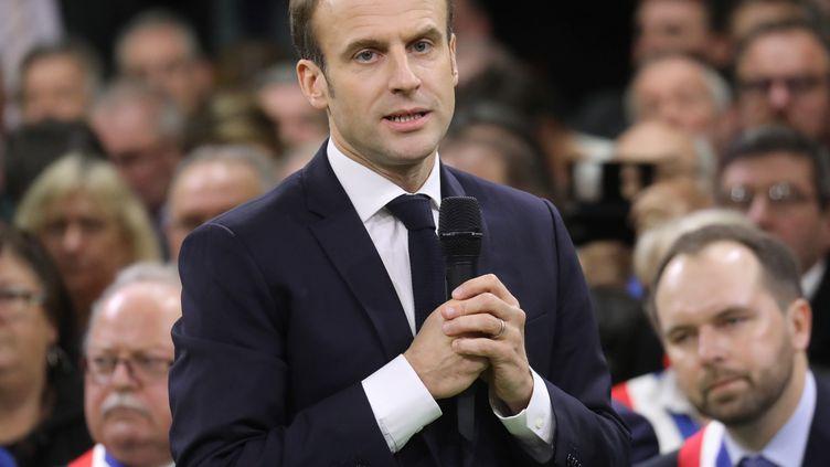 Le président de la République, Emmanuel Macron, s'adresse à 600 maires àGrand Bourgtheroulde (Eure), dans le cadre du grand débat, le 15 janvier 2019. (LUDOVIC MARIN / AFP)