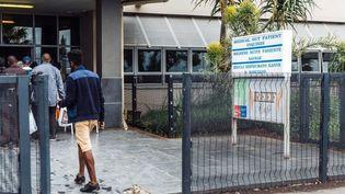 A l'entrée de l'hôpital Addington à Durban en Afrique du Sud, le 26 mars 2018. (RAJESH JANTILAL / AFP)